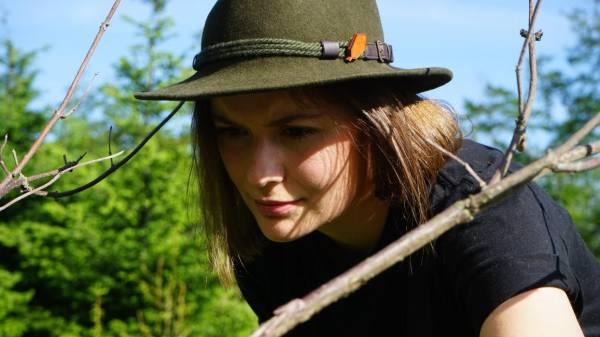 Jungjägerin Helena Schütte liebt ihren Beruf! Ihr Wissen über die Natur, die Tiere und wirtschaftliche Zusammenhänge will sie im Studium der Forstwirtschaft noch vertiefen. (Foto: DMAX)