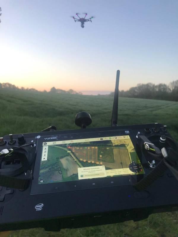 Jungwildsuche mit der Drohne vor der Mahd (Foto: R.Hartwig, LJV SH)