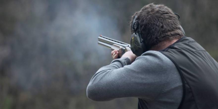 Ein Jäger beim Flintenschießen (Foto: LJV NRW / J. Menden)