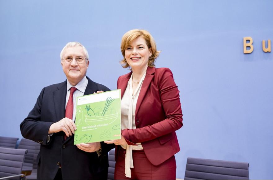 Bundesministerin Julia Klöckner präsentiert mit Prof. Manfred Güllner (forsa) den Ernährungsreport