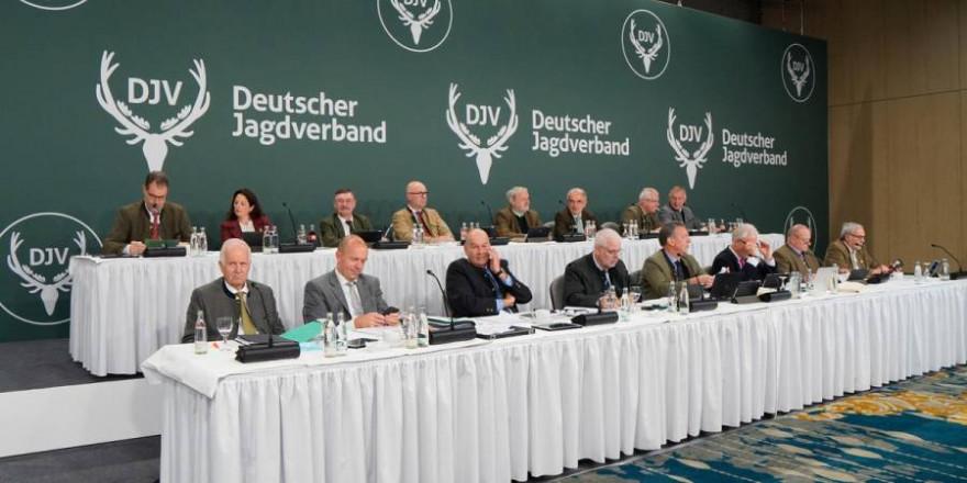 In einer Hybridveranstaltung hat der Bundesjägertag 2021 in Berlin und vor den Heimbildschirmen von knapp 200 Delegierten stattgefunden. (Quelle: Martinsohn/DJV)