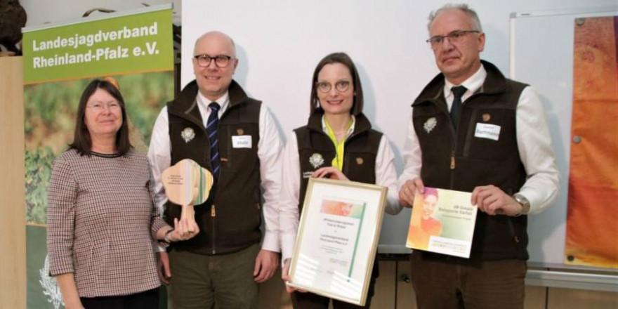 Von links nach rechts: Umweltministerin Ulrike Höfken, LJV-Präsident Dieter Mahr, Projektleiterin WFW Sarah Wirtz, LJV-Vizepräsident Gundolf Bartmann (Foto: LJV RLP)