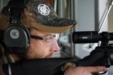 Für den Büchsenmacher Gunnar Petrikat ist die Jagd untrennbar mit seiner Profession verbunden (Foto: DMAX)
