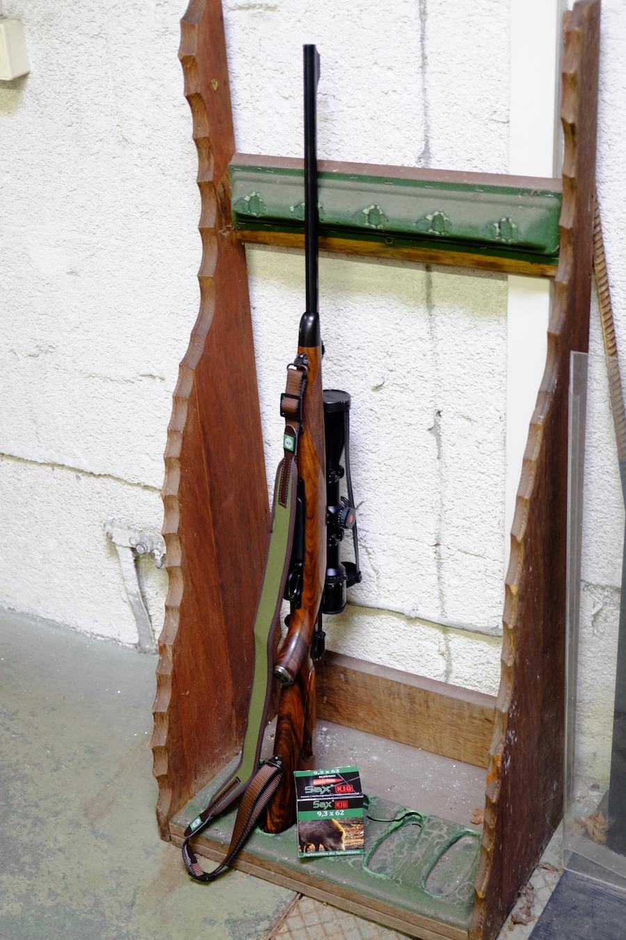 Foto: Dr. FM / Wie auf diesem Schießstand im Ständer könnte das Jagdgewehr einfach im Waffenschrank bleiben.