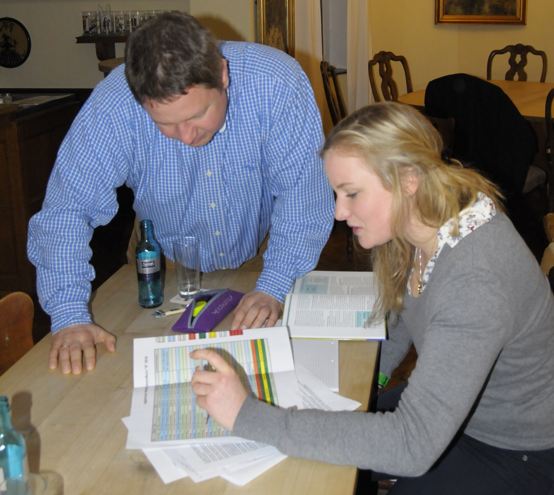 In den Theoriestunden erklärt Lehrer Ol Holler seinen Schülern die wichtigsten Grundlagen.