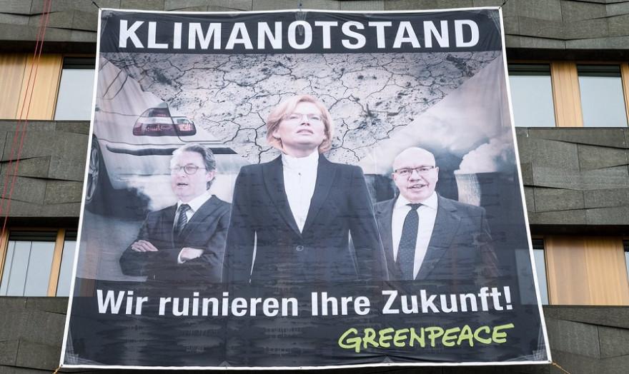 Greenpeace Kletter-Demonstration am Tag der offenen Tür der Regierung