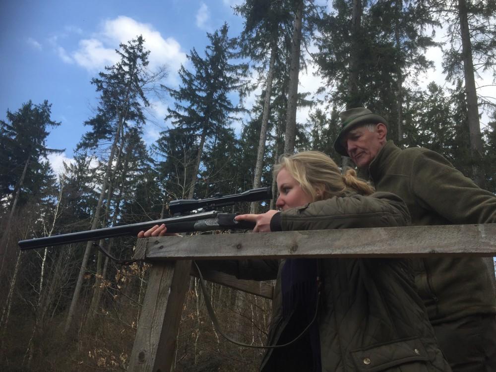 Jungjägerin bei der Jägerprüfung