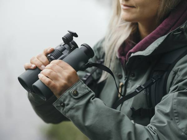 Ermüdungsfreies Beobachten - Die Stirnstütze garantiert stundenlange Beobachtungskomfort – ideal bei maximaler Vergrößerung.