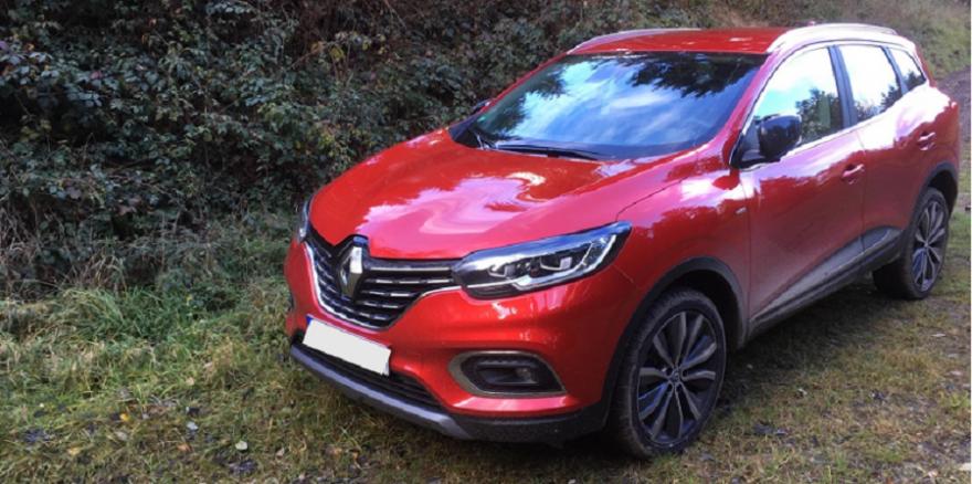 Renault Kadjar der zweiten Generation (Version 2019) in Dezir-Rot.