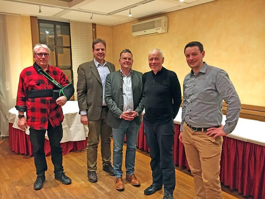 Von links: Oliver König, stv. Vorsitzender des Jagdklubs Main-Taunus, LJV-Pressesprecher Markus Stifter, LJV-Vizepräsident Dr. Nikolaus Bretschneider-Herrmann, Urs Weidmann (DIMB IG Taunus) und Dr. Johannes Weinkauf (Wheels over Frankfurt Radsport e. V.). (Foto: privat)