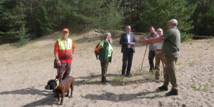 Im Revier nahe Baruth zeigten sieben Hunde der ersten LJV-Ausbildungsstaffel Ihre Arbeit (Foto: LJV)