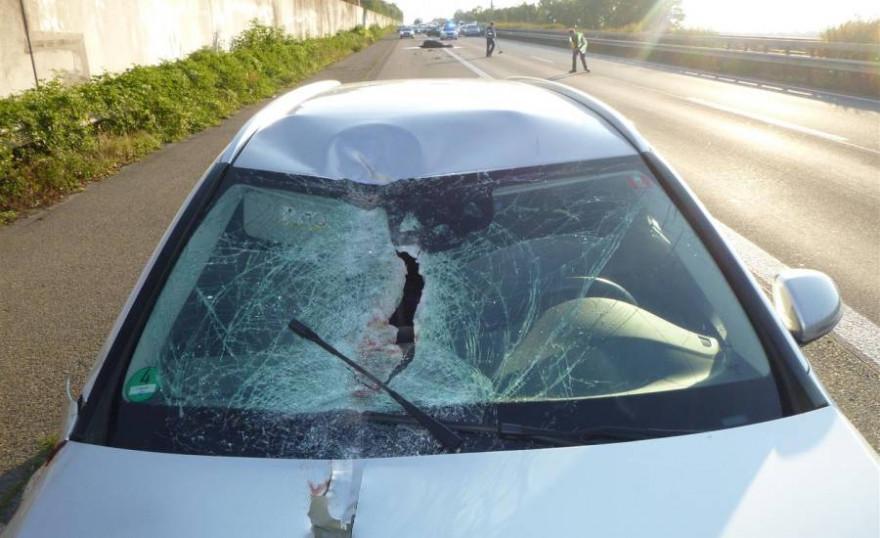Der durch den Unfall beschädigte Pkw des 41-jährigen Hessen. (Foto: Verkehrsdirektion Mainz)