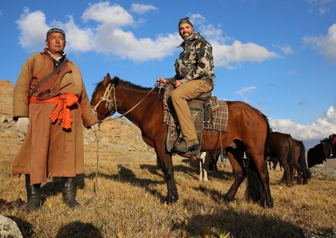 Donald Trump Jr. auf einem Pferd sitzend während seiner Jagdreise in die Mongolei im August 2019. (Bildquelle: Instagram)
