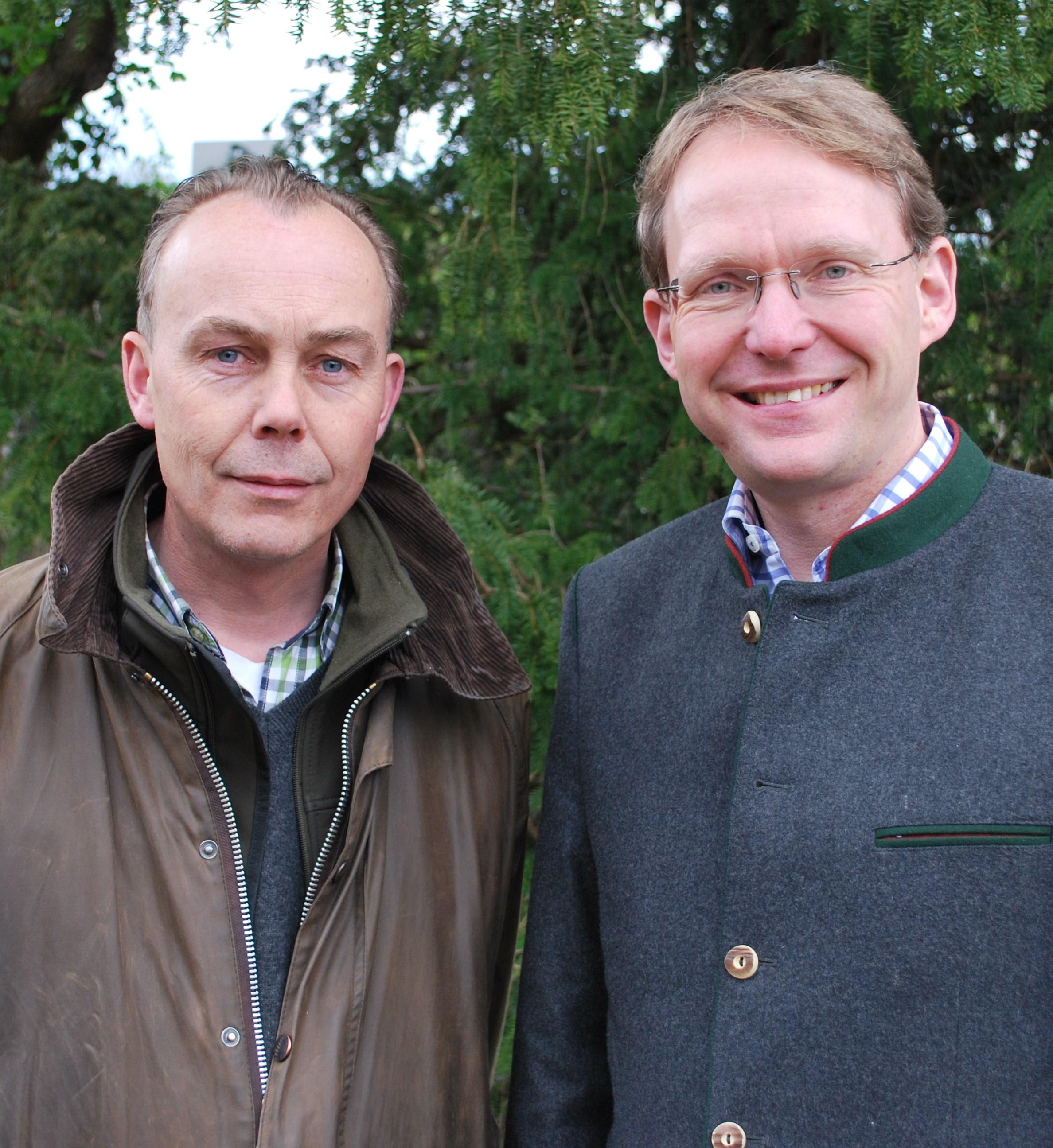 Waidgenossen:Uwe Lüders (links) und Claus Jacobi, die Initiatoren der Waidgenossen, wollen das jagdpolitische Profil der SPD schärfen und durch innerparteilichen Dialog zu sachgerechten Lösungen für die Reviere und die Jagdpraxis kommen.