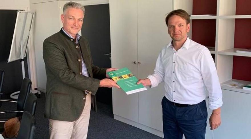 LJV-Geschäftsführer Martin Wissmann und Staatssekretär Sebastian Vogel im Sozialministerium (Foto: LJV)