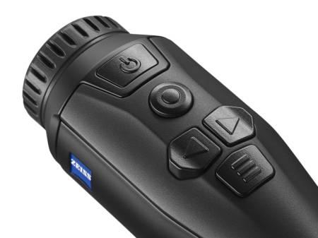 Intuitive Handhabung durch die mit dem ErgoControl Konzept optimierte Anordnung der Steuerungstasten (Foto: ©Zeiss)