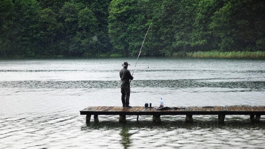 Angler am Gewässer