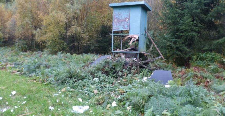 Der beschädigte Hochsitz (Foto: Polizei)