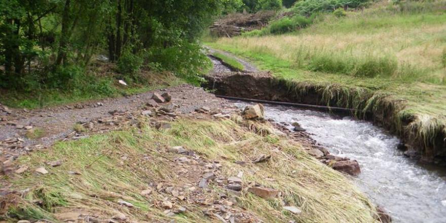 Schwere Wegeschäden, die nicht schnell repariert werden können (Bild: Wald und Holz NRW).