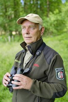 Diplom-Forstingenieur Elmar Falkenberg hat die Wildbestände und deren Auswirkungen in der Nationalparkregion Eifel im Blick. (Foto: Wald und Holz NRW/Martin Weisgerber)