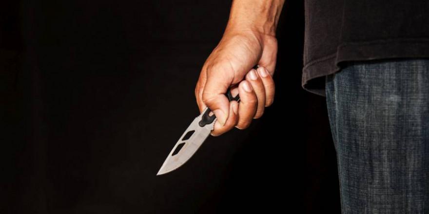 Der Einbrecher führte mehrere Messer mit sich (Beispielbild: iStock/Thirdparty)