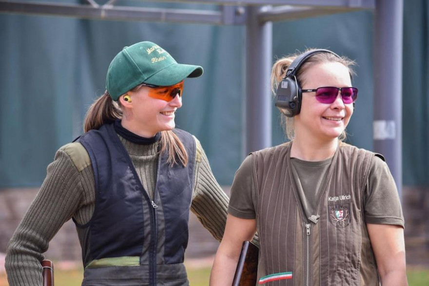 Katja Ullrich (r.) gewinnt die Damenklasse in Kombination. (Quelle: DJV)