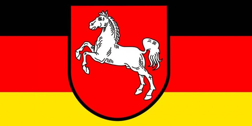 Fahne Niedersachsen (Symbolbild: Clker-Free-Vector-Images)