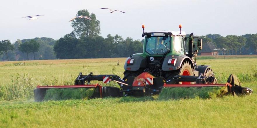 Landwirt bei der Mahd (Symbolbild: Ktine01)