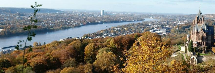 Blick über den Rhein auf die Bundesstadt Bonn