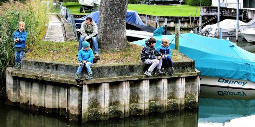 Kinder beim Angeln (Symbolbild: pasja1000)