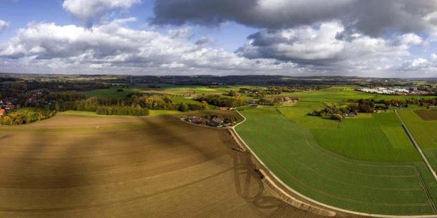 Ländlich geprägte Landschaft mit einer Drohne aufgenommen (Symbolbild: Melrose247)
