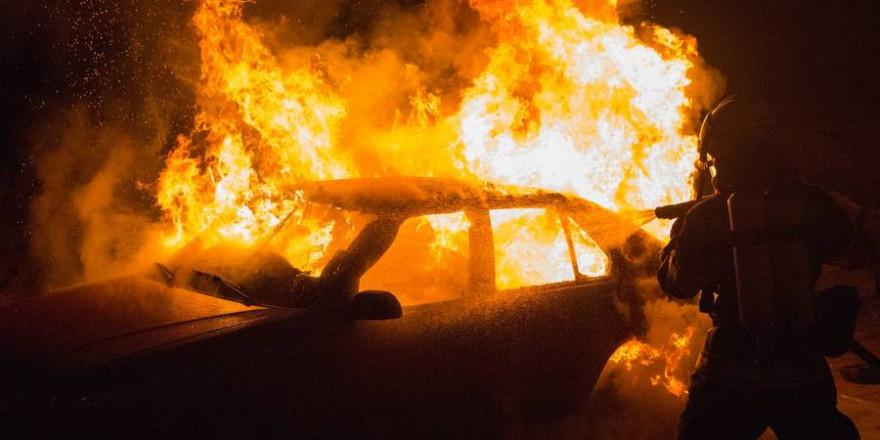 Feuerwehr, Fahrzeugbrand, Munition, Jäger, Jagdmunition, Heppenheim, Feuer, Gefahr