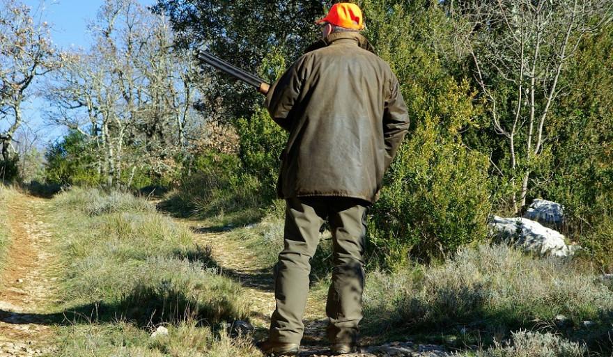 Jäger bei einer Drückjagd