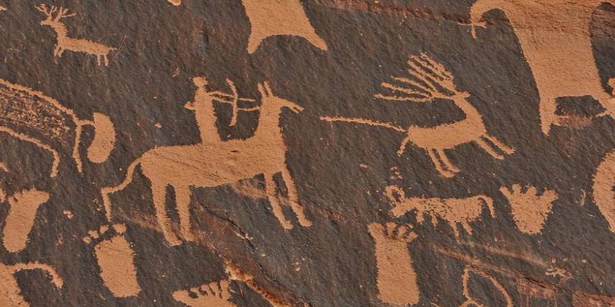 Steinzeitliche Wandmalerei einer Jagdszene (Foto: Asatira)