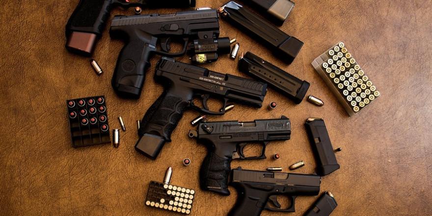 Pistolen mit Munition