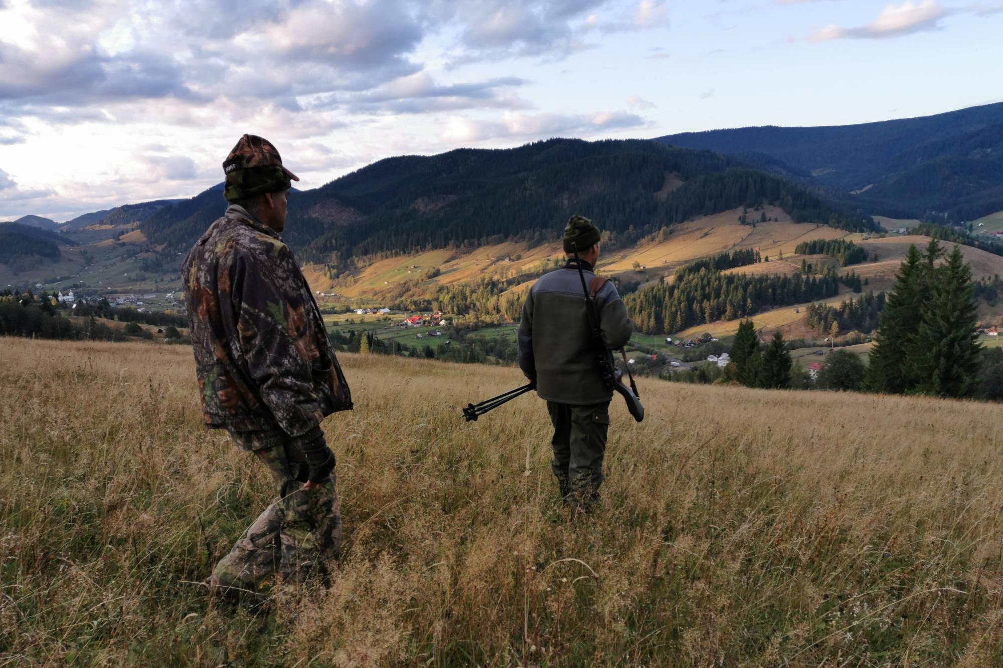 Die erfahrenen Jagdführer verlassen sich oft eher auf ihre Sinne als auf technische Hilfsmittel. © K&K Premium Jagd