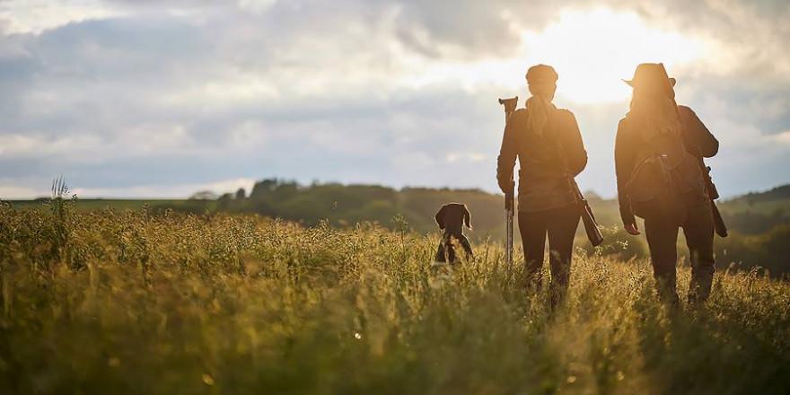 Mit dem neuen Waidgefährte-Programm werden Jagdscheinanwärter und Jungjäger mit gebündeltem Wissen und praktischen Tipps auf den perfekten Start in ihr Jagdleben vorbereitet. (Foto: ZEISS)